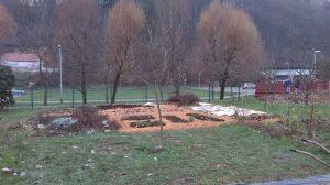 Vrtičkarji na šolskem ekovrtu v pričakovanju novoletnih počitnic